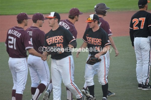 Oregon State's Dylan Davis and Max Gordon shake hands